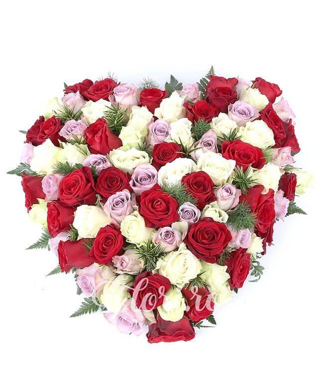 30 trandafiri rosii, 25 trandafiri albi, 25 trandafiri mov, verdeață