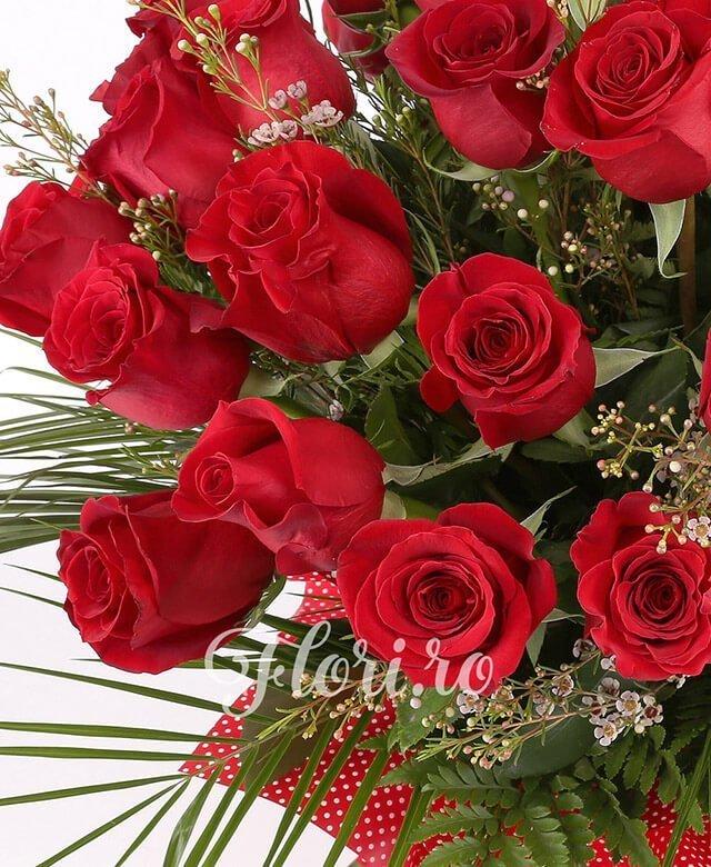 39 trandafiri roșii, waxflower, verdeață