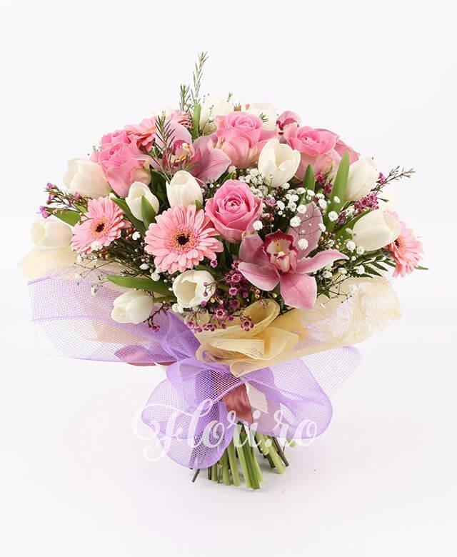 1 cymbidium roz, 20 lalele albe, 5 trandafiri roz, 5 gerbera roz, gypsophila, waxflower