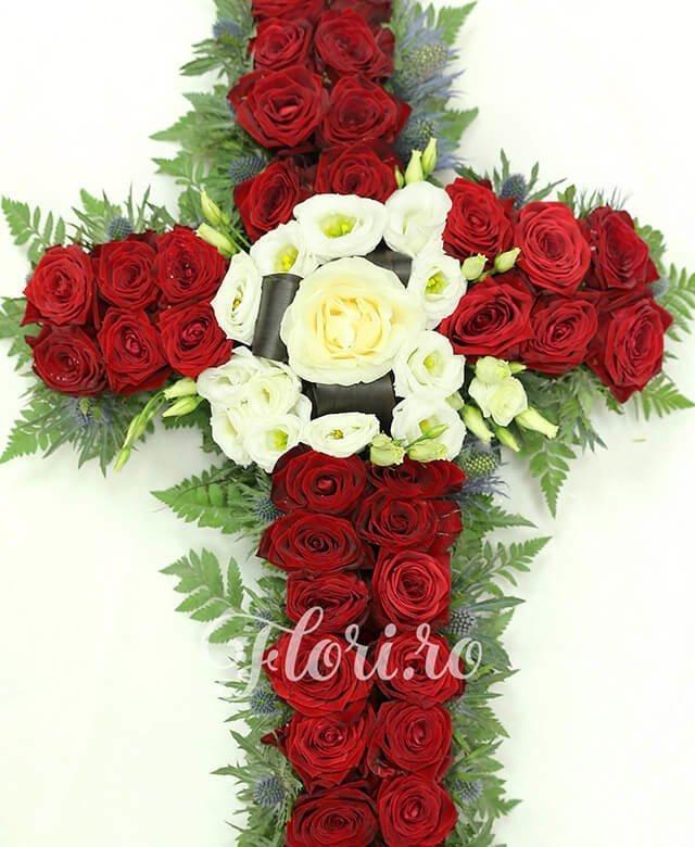34 trandafiri roșii, 1 trandafir alb, 5 lisianthus alb, 10 eryngium