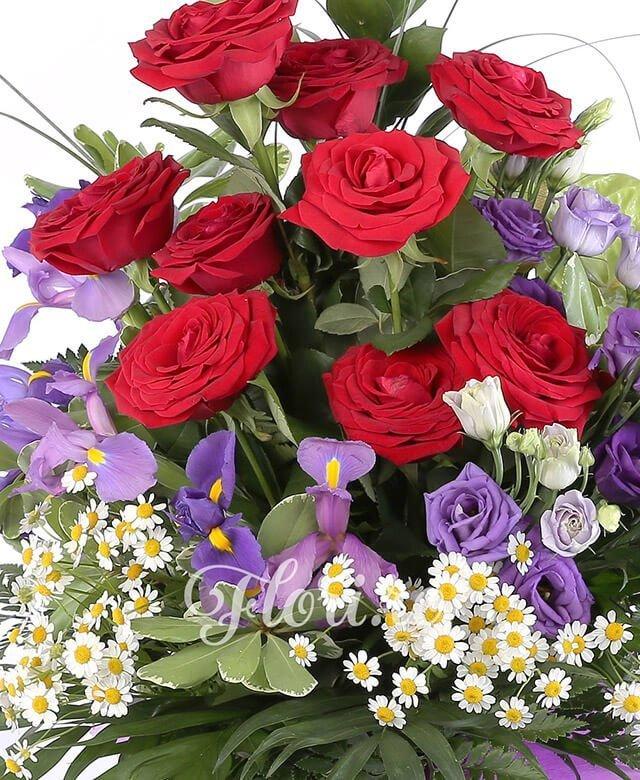 9 trandafiri rosii, 2 anthurium verde, 5 lisianthus mov, 5 iris mov, musetel, ruscus, feriga