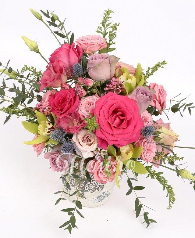 trandafiri,  miniroze roz,  lisianthus roz,  cymbidium verde,  eryngium, waxflower, solidago, verdeață