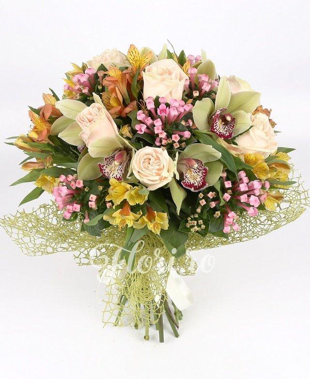 7 trandafiri crem, 1 cymbidium verde, 5 alstroemeria portocalie, 5 bouvardia roz