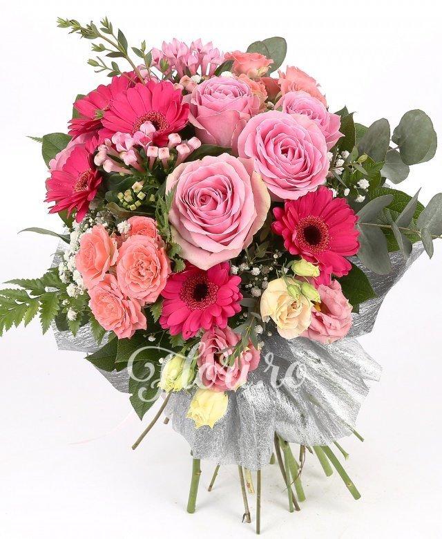 5 trandafiri roz, 5 gerbera roz, 2 lisianthus roz, 2 miniroze roz, 2 bouvardia roz, gypsophila, verdeață