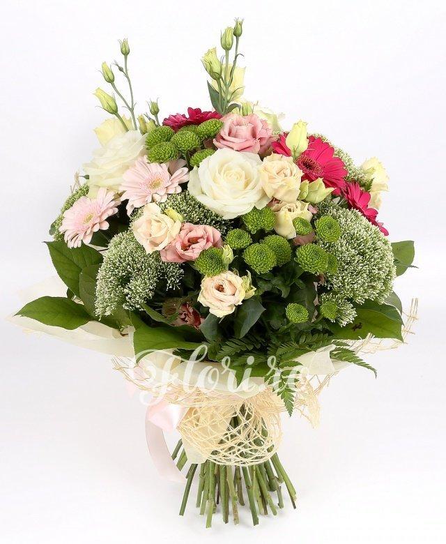 4 trandafiri albi, 3 gerbera ciclam, 3 gerbera roz, 4 santini verde, 4 lisianthus roz, 5 trachelium alb, verdeață