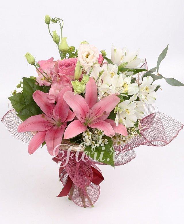 3 trandafiri roz, 1 crin roz, 3 lisianthus roz, 2 alstroemeria albă, verdeață