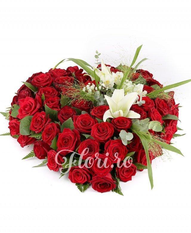 80 trandafiri roșii, 2 crini albi, 1 alstroemeria albă, verdeață