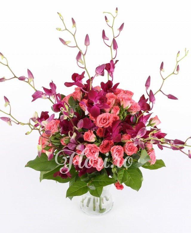 9 orhidee mov, 10 miniroze roz, verdeață