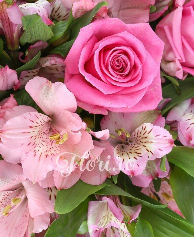 11 trandafiri roz, 9 alstroemeria roz