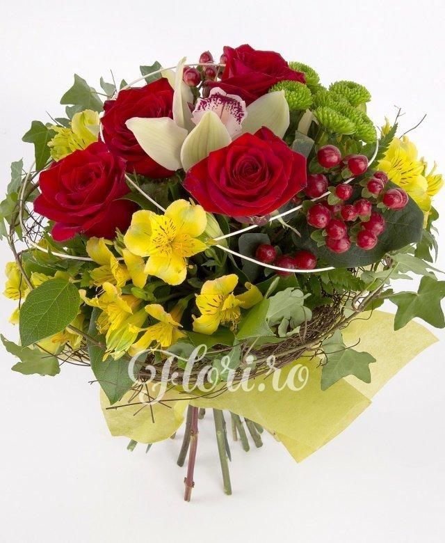 5 trandafiri roșii, 3 alstroemeria galbenă, 3 hypericum roșu, 1 santini verde, 1 cymbidium verde, verdeață