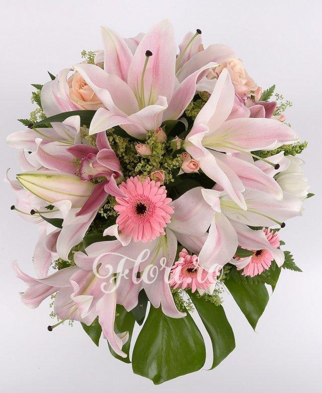 3 crini roz, 5 gerbera roz, 5 trandafiri roz, 5 cupe orhidee, 5 fire miniroze roz, 5 lalele albe, verdeață