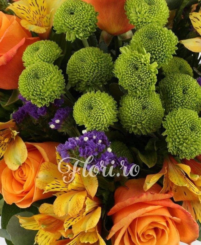 9 trandafiri portocalii, 6 santini verde, 7 alstroemeria portocalii, 7 limonium, 10 salal