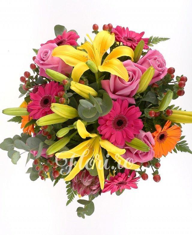 3 crini galbeni, 5 trandafiri roz, 5 gerbera ciclam, 2 gerbera