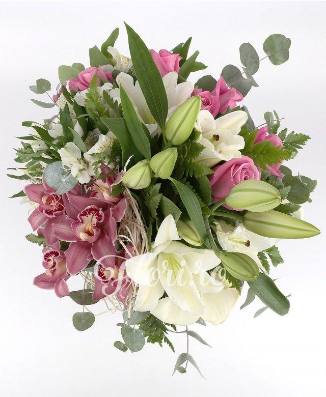 crini albi,  trandafiri roz,  alstroemeria albe,  orhidee roz, verdeață