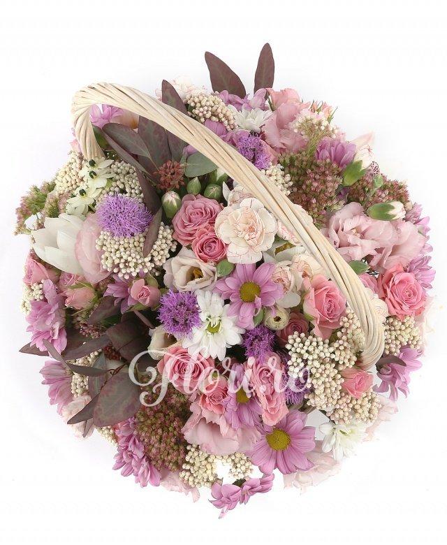 7 miniroze roz, 1 crizantemă roz, 3 lisianthus roz, 5 mini garoafe albe, 5 orhidee cymbidium albe, 5 liatris, 3 floare de orez, verdeață