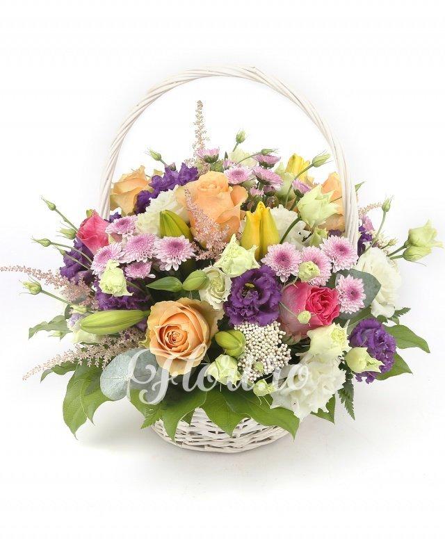 4 trandafiri, 3 trandafiri ciclam, 3 lisianthus mov, 5 santini mov, 2 lisianthus alb, 3 crini galbeni, 5 astilbe roz, 1 eryngium, 5 salal, coș, burete