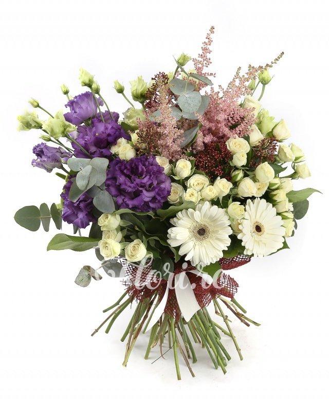 7 miniroze albe, 3 gerbera albe, 2 anthurium verde, 3 lisianthus mov, 5 astilbe roz, 3 schimia rosii, verdeață