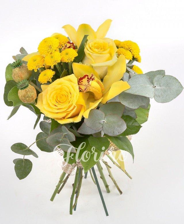 2 trandafiri galbeni, 2 santini galbeni, 3 orhidee galbene, verdeață