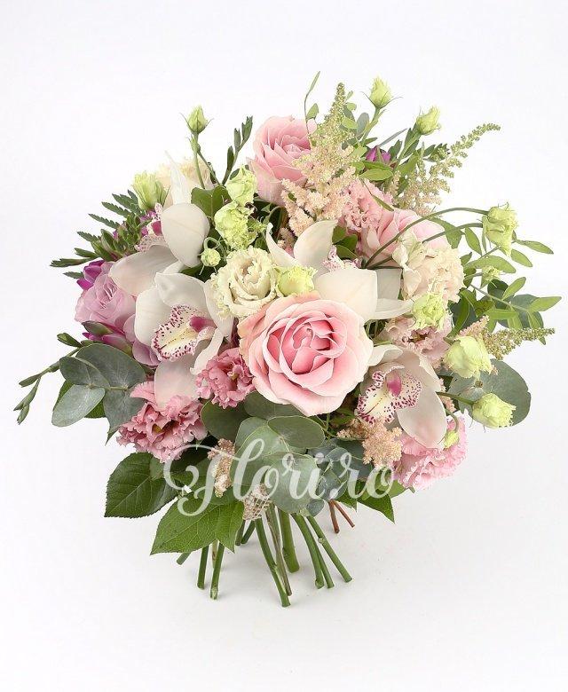 3 trandafiri, 4 cupe orhidee albe, 2 trandafiri mov, 2 lisianthus roz, 5 astilbe roz, 5 frezii mov, verdeață