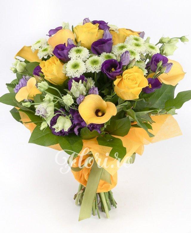 6 cale galbene, 5 santini alb, 5 trandafiri galbeni, 5 lisianthus mov, verdeață