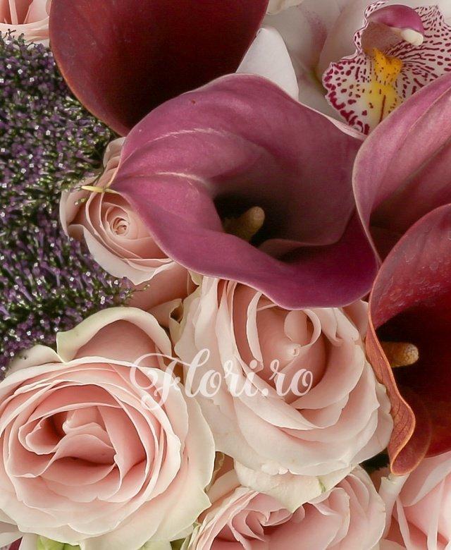 7 ornitogalum, 6 trahelium mov, 7 trandafiri roz, 5 bouvardia, 5 dalii, 5 cale mov, cymbidium, 1 legatura beargrass