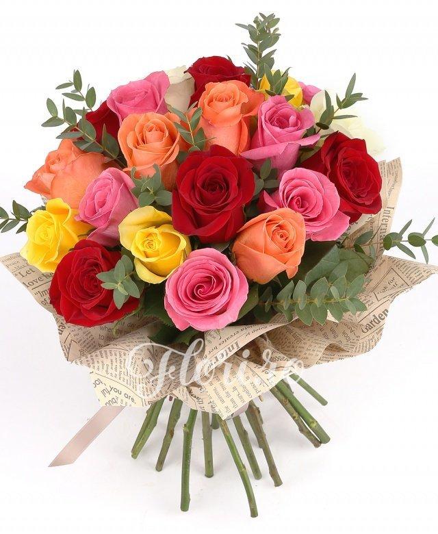 21 trandafiri multicolori, verdeață