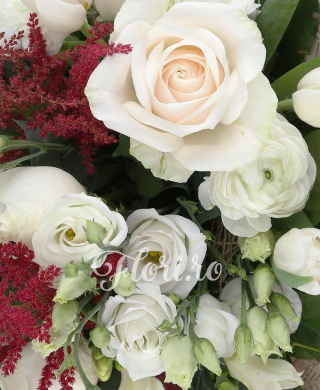9 trandafiri albi, 10 lalele albe, 10 frezii albe, 8 lisianthus, 6 astilbe, 15 salal, cuib