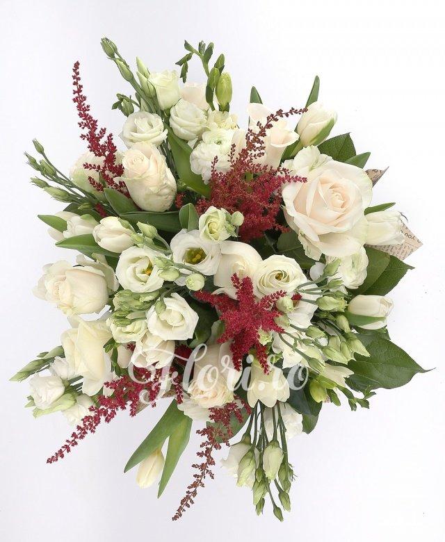 9 trandafiri albi, 10 lalele albe, 10 frezii albe, 8 lisianthus, 6 astilbe, verdeață