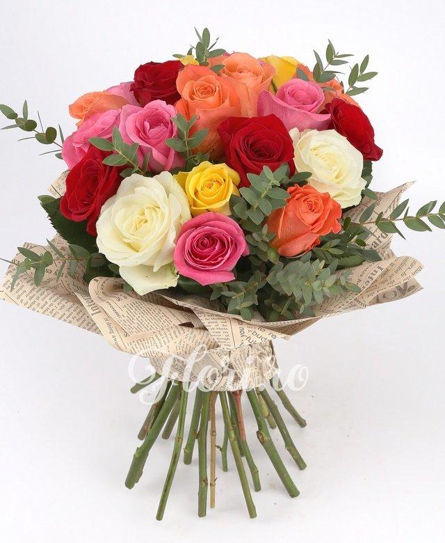 23 trandafiri multicolori, verdeață