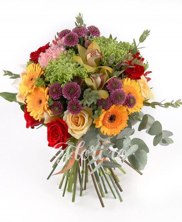 5 trandafiri roșii, 4 trandafiri galbeni, 2 garoafe roz, 2 crizanteme, 2 alstroemeria roșii, 5 gerbera portocalii, 3 orhidee galbene, 3 orhidee albe, 3 santini roz, 2 bupleurum, verdeață