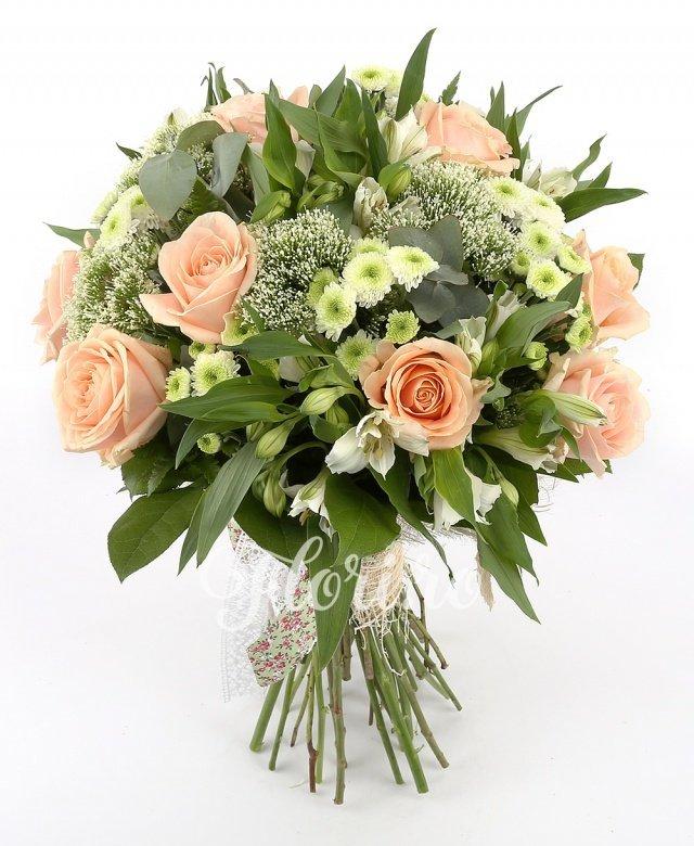 10 trandafiri, 5 alstroemeria albă, 5 trachelium alb, 10 santini alb, verdeață