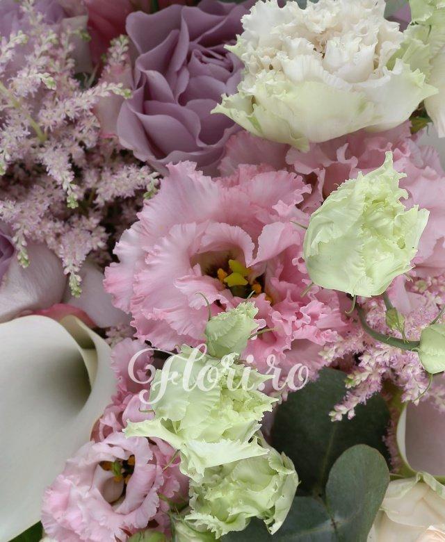 3 cale albe, 3 astilbe roz, 3 lisianthus roz, 5 miniroze roz, 5 trandafiri mov, 2 eucalypt, aralia, cuib