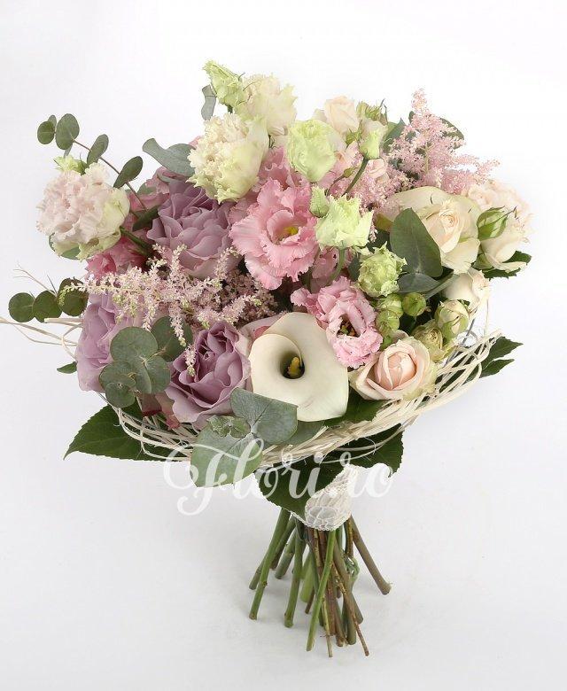 3 cale albe, 3 astilbe roz, 3 lisianthus roz, 5 miniroze roz, 5 trandafiri mov, verdeață