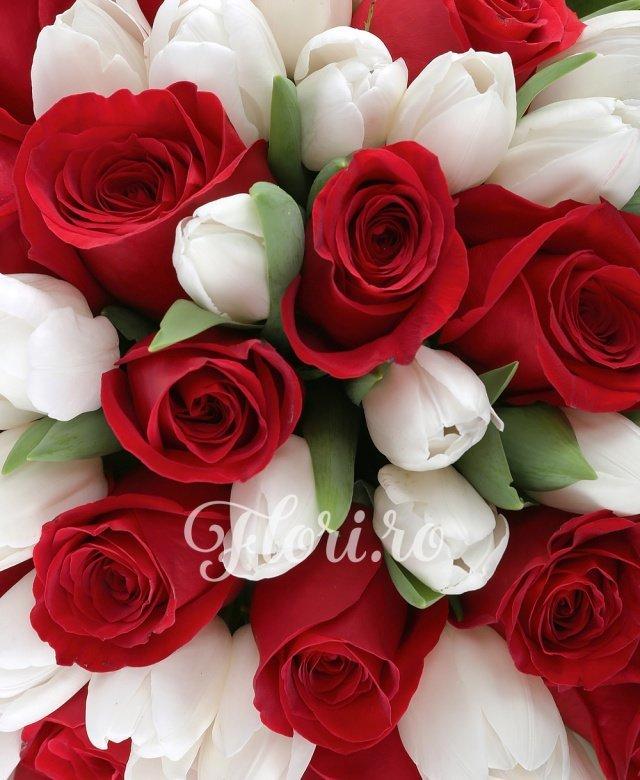 45 lalele albe, 26 trandafiri rosii, 10 salal