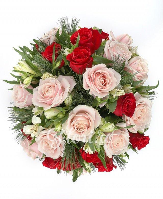 12 trandafiri ivoir, 11 trandafiri roșii, 8 alstroemeria albă, verdeață