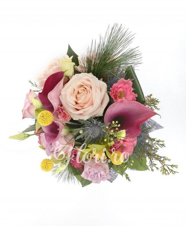 3 cale ciclam, 1 cymbidium verde, 3 lisianthus roz, 3 trandafiri mov, 3 trandafiri ivoir, 1 eryngium, 3 craspedia, verdeață