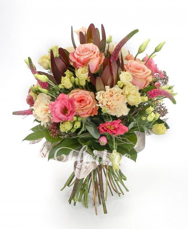 5 trandafiri ivoir, 3 garoafe crem, 3 lisianthus roz, 5 veronica roz, 3 leucadendron roșu, verdeață
