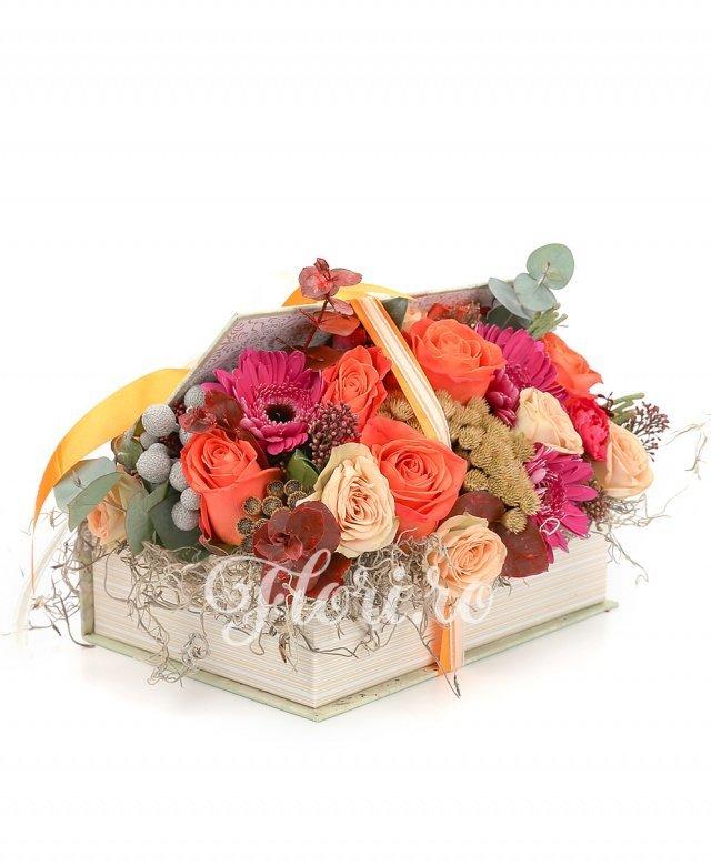5 trandafiri portocalii, 4 trandafiri ivoir, 4 minigerbera ciclam, 3 garoafe ciclam, verdeață