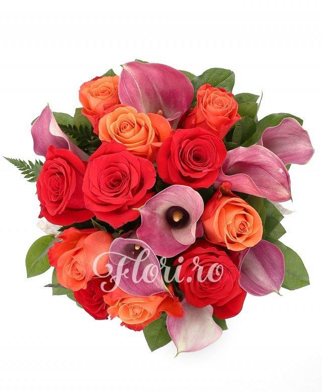 6 trandafiri portocalii, 5 trandafiri rosii, 8 cale mov, verdeață