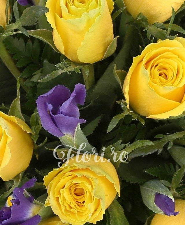 19 trandafiri galbeni, 20 iris mov, salal