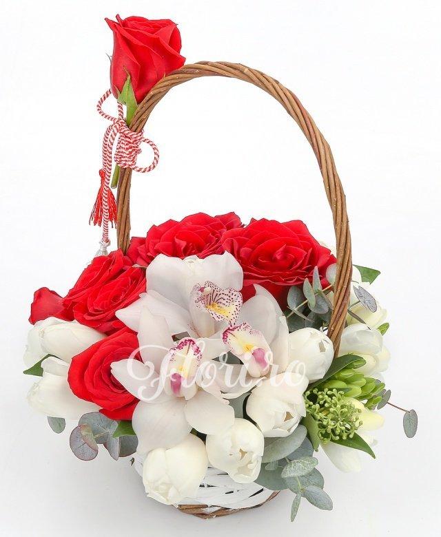7 lalele albe, 3 cupe orhidee albe, 7 trandafiri roșii, 5 frezii albe, verdeață