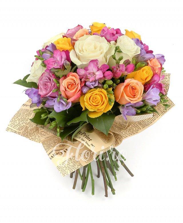 4 trandafiri albi, 5 trandafiri galbeni, 4 trandafiri portocalii, 2 trandafiri mov, 7 frezii mov, 7 frezii ciclam, verdeață