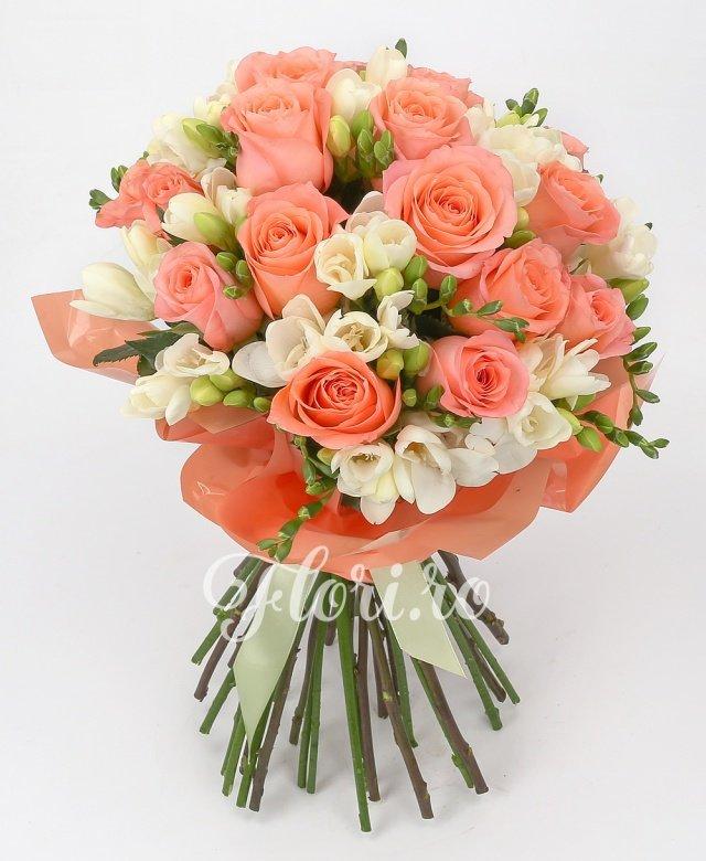 19 trandafiri, 24 frezii albe