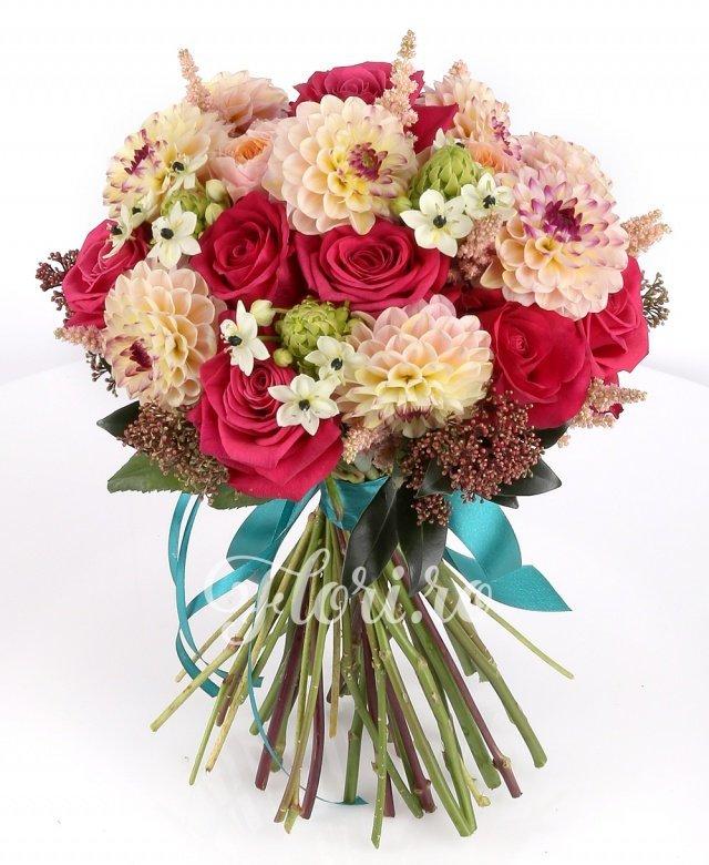 11 trandafiri cyclam, 5 vuvuzela, 9 dalii crem, 8 ornithogalum, 7 astilbe roz