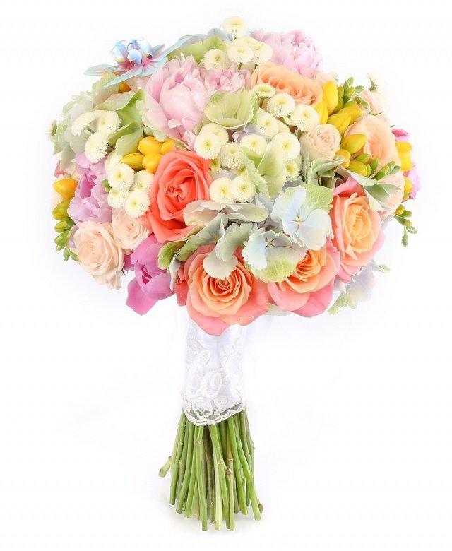 hortensii,  bujori roz,  trandafiri miss piggy,  trandafiri peach avalanche,  miniroze crem,  trandafiri portocalii,  frezii galbene,  crizanteme tanacetum,  orhidee phalaenopsis