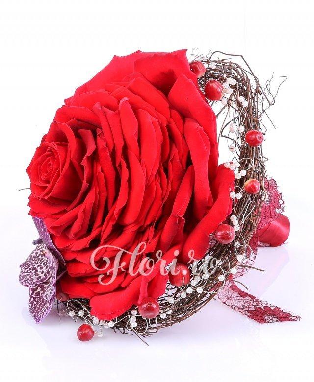 trandafir roșu construit, orhidee vanda, hypericum