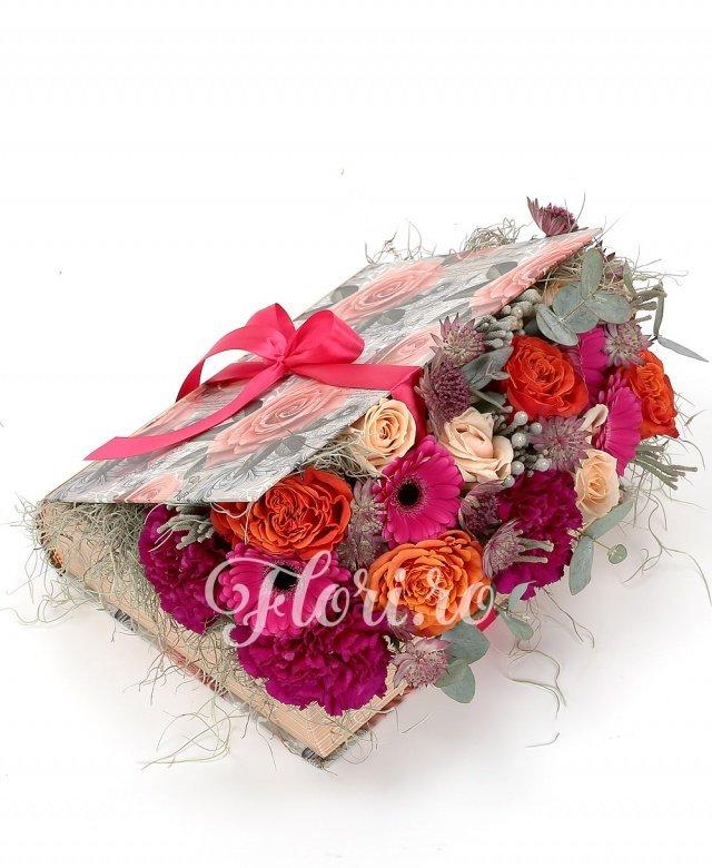 gerbera,  trandafiri portocalii,  trandafiri crem,  garoafe,  astranția,  brunia, verdeață
