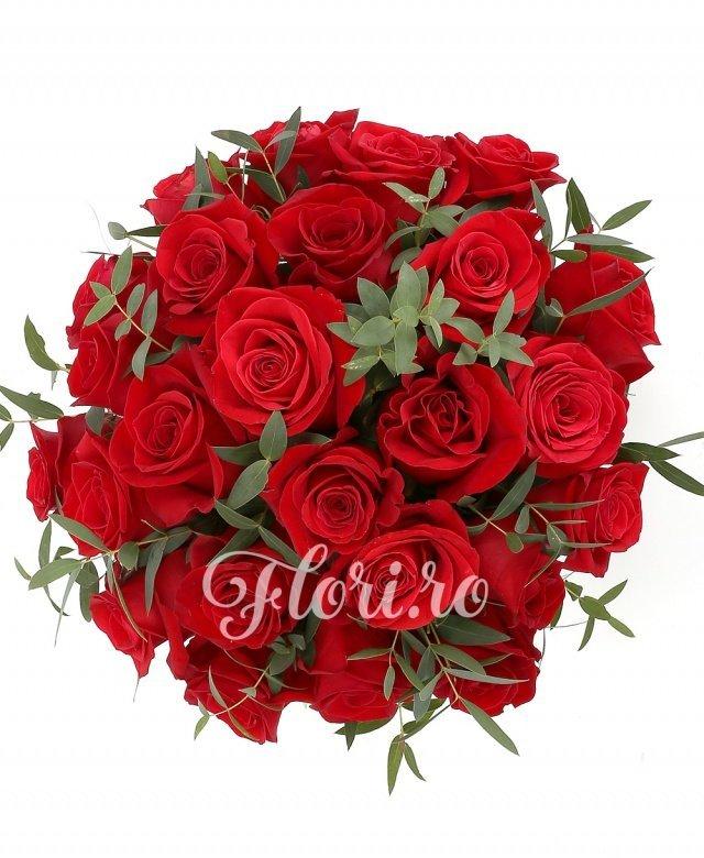 23 trandafiri roșii, verdeață