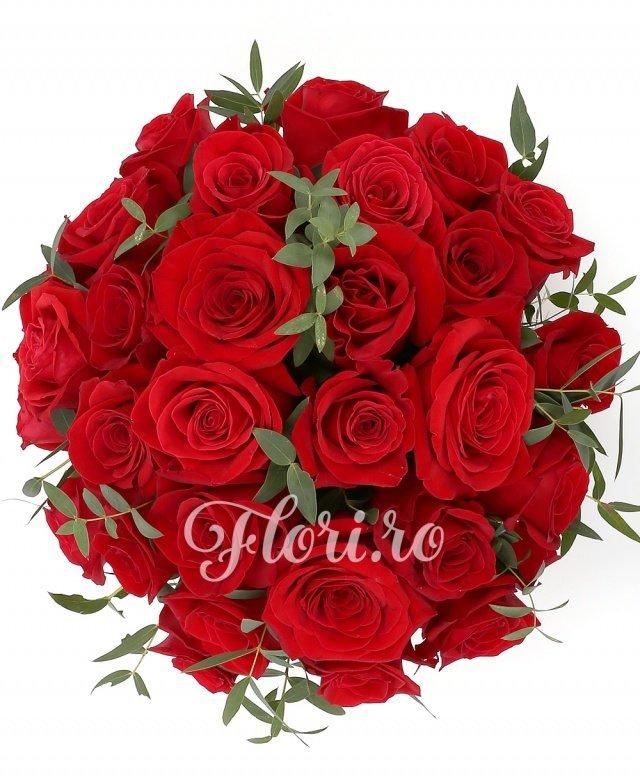 21 trandafiri roșii, verdeață