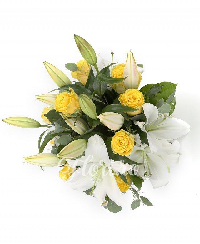 9 trandafiri galbeni, 3 crini imperiali albi, verdeață